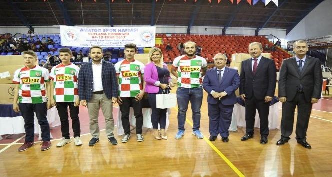 Kütahya'da 190 spor kulübüne malzeme desteği