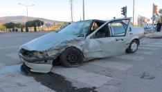 Ekip aracı ile otomobil çarpıştı: 2 yaralı