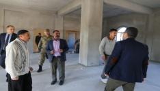 Varto Kaymakamı ve Belediye Başkan Vekili Çetin,  yeni mahalle cami ve taziye evinde çalışmaları inceledi