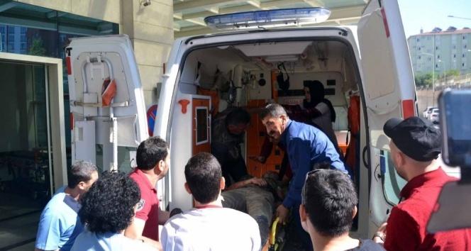Siirtte askerleri taşıyan minibüse saldırı: 4 asker yaralı