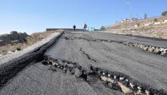 Karsta, çöken yol trafiğe kapatıldı