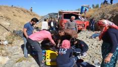 Yüksekovada mültecileri taşıyan kamyonet devrildi: 66 yaralı