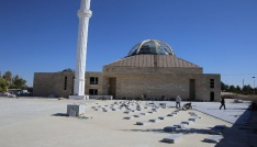 Karamanda 2 bin kişinin saf tutabileceği Ahmet Yesevi Camisinde çalışmalar sürüyor