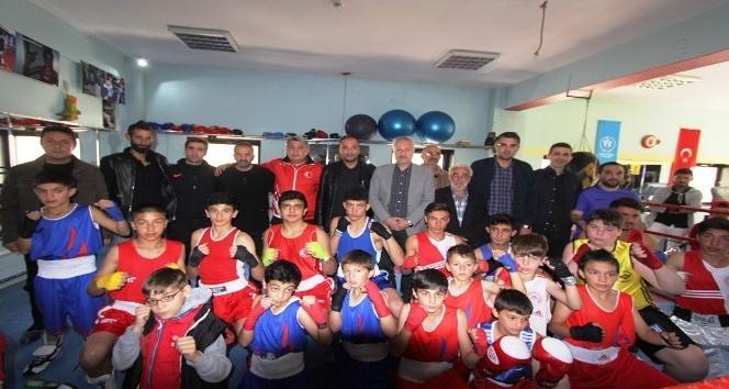 Bayburt Belediyesi Tuğra Boks Spor Kulübü'nde dostluk maçı