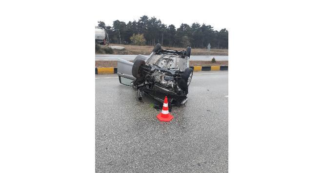 Kastamonuda kayganlaşan zeminde otomobil takla attı: 2 yaralı