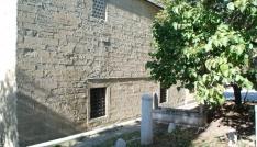 Tarihi camideki klima üniteleri söküldü