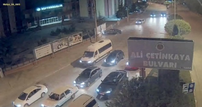 Reklam panosuna giren otomobil kazası MOBESEde