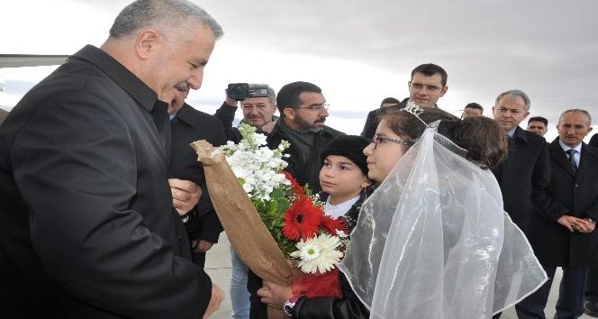 Bakan Arslan: BTK demiryolu hattında ilk resmi tren 30 Ekimde Karsa gelecek