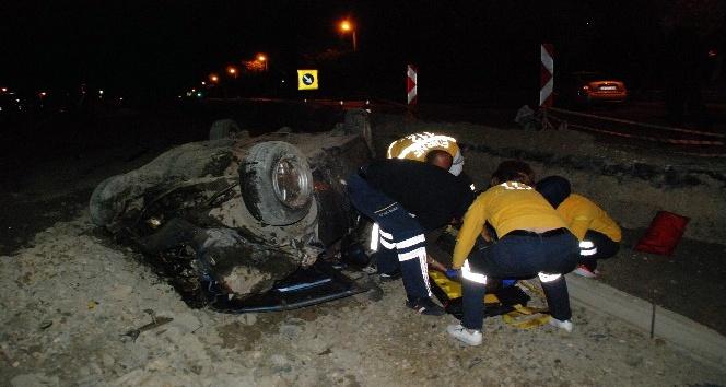 Çukura düşen aracın sürücüsü yaralandı