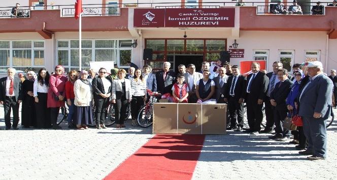 Çankırıda şehit ve gazi ailelerine bisiklet hediye edildi