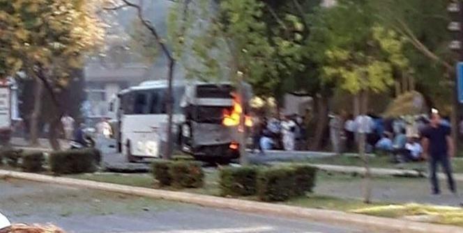 Mersin'de polis servis aracına bombalı saldırı