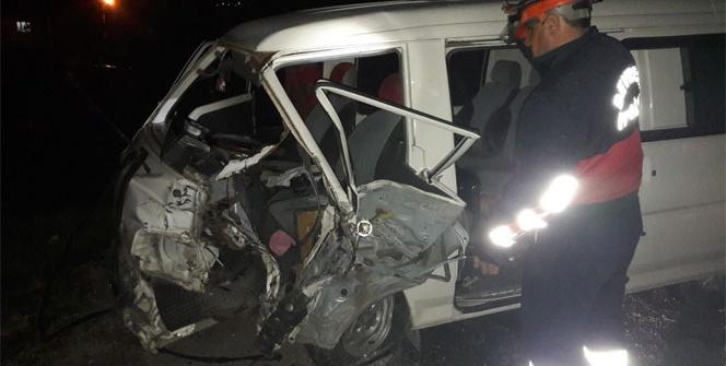 Zonguldak'ta iki araç kafa kafaya çarpıştı: 2 yaralı