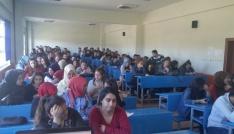 Üniversite öğrencilerine trafik adabı konulu konferans