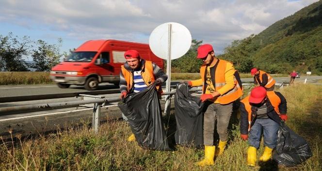 Sarp Sınır Kapısı'na giden yol çöpten temizlendi