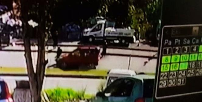 Hafif ticari kamyonetin kadına çarpması kameralara yansıdı