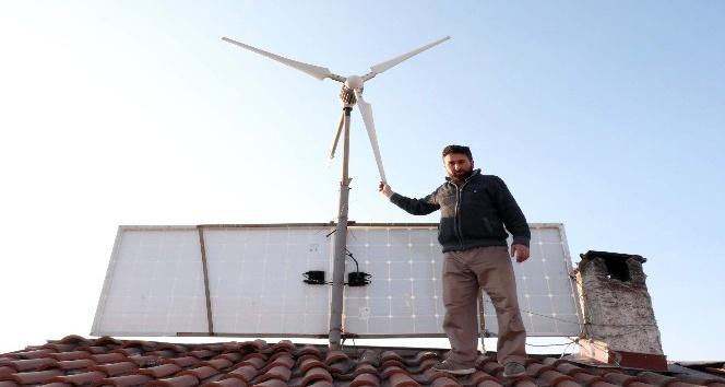 Güneş ve rüzgarla kendi elektriğini kendisi üretiyor