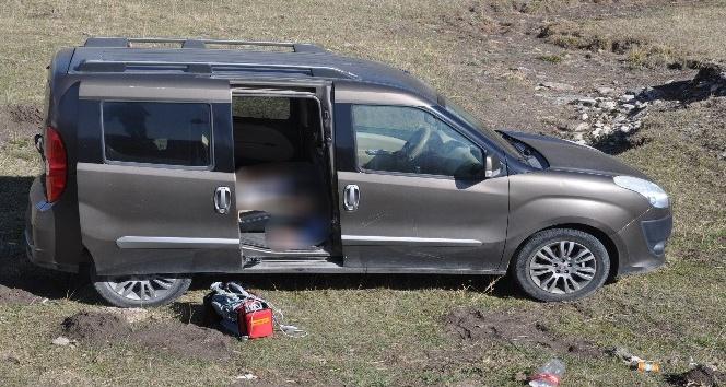Karsta 1 kişi aracında ölü bulundu