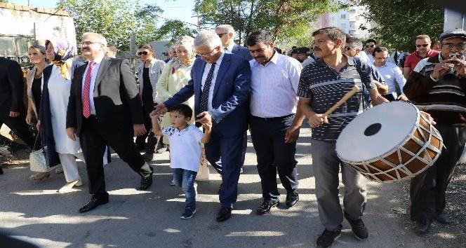 Zeytinköy Vali Karaloğluna kucak açtı