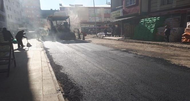 Kars Belediyesinin yol ve kaldırım çalışmaları devam ediyor
