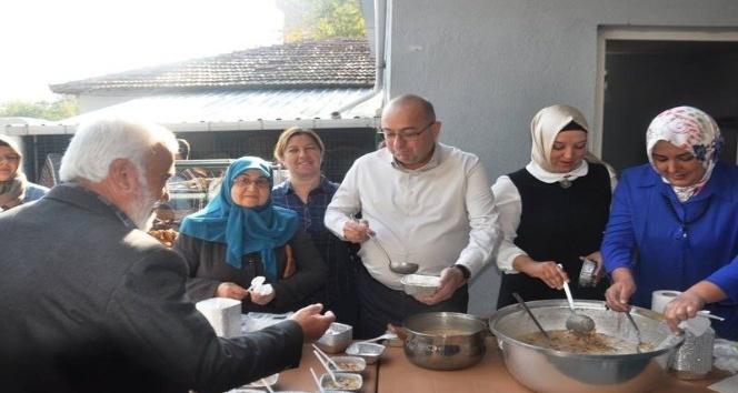 Milletvekili Gider, Karabigada  vatandaşlara aşure dağıttı