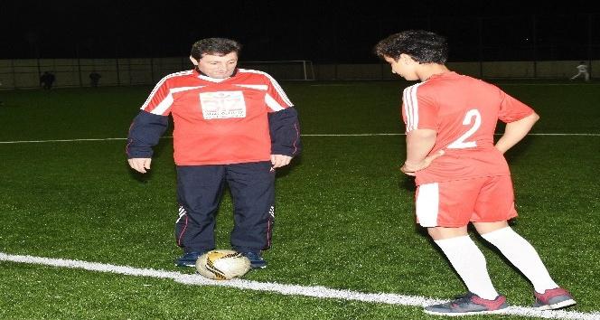 Çanakkale Valisi Tavlı, Diyarbakırdan gelen öğrencilerle maç yaptı
