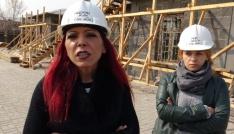 Karsta, tarihi yapılara kadın eli değdi