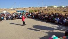 Midyatta bulunan sığınmacılar konserde gönüllerince eğlendi