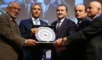 Spor Bakanı Bak, 1 saatte 616 delegeyle tek tek fotoğraf çektirerek zor bir rekora imza attı