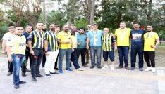 Fenerbahçeli taraftarlardan Mersindeki bombalı saldırı yerine karanfil
