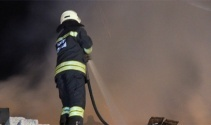 Metruk binada çıkan yangın 1 saatte kontrol altına alındı