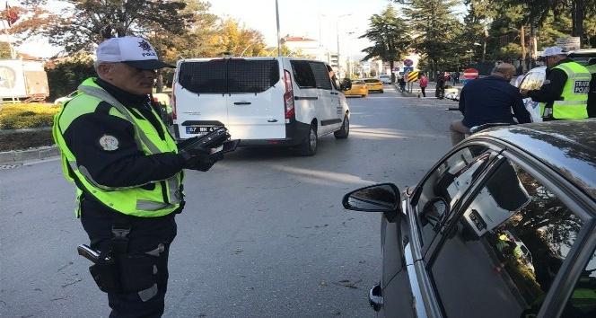 Bolu'da, bir ayda 34 bin lira cam film cezası kesildi