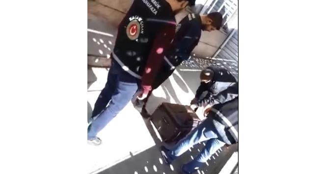 Sarp Sınır Kapısı'nda valizden çocuk çıktı