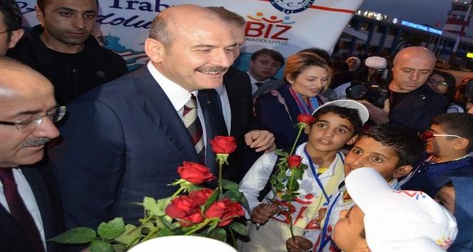 """""""Biz Anadoluyuz"""" projesi kapsamında Şanlıurfa'dan öğrenciler uçakla Trabzon'a geldi"""