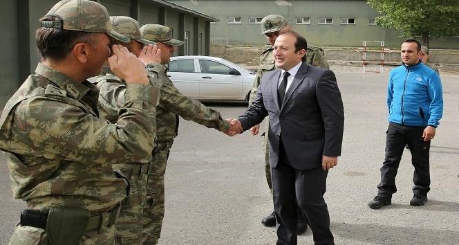Vali Ali Hamza Pehlivan, Öğle Yemeğinde Askerlerle Buluştu