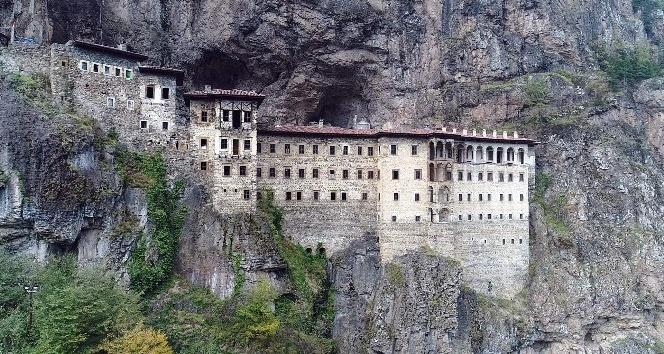 Sümela Manastırı'nda tartışmalara neden olan restorasyon çalışmalarını İHA görüntüledi
