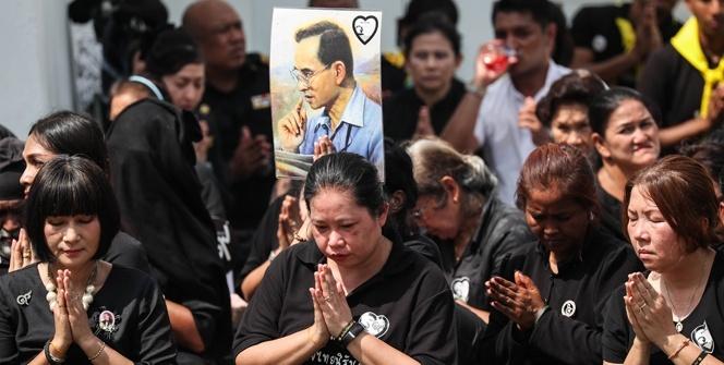 Tayland halkı kralları için gözyaşı döküyor