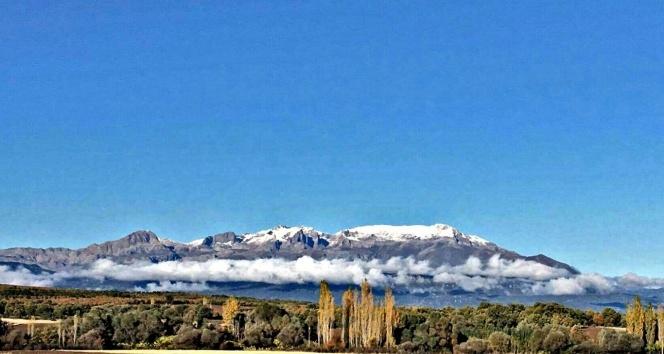 Anamas Dağının zirvesine mevsimin ilk karı yağdı