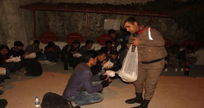 Jandarma'dan kaçak göçmen operasyonu