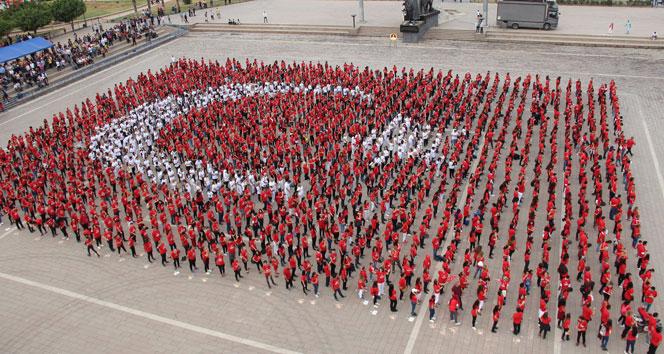 İskenderunda bin 923 yürek tek bayrak oldu