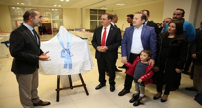 """Vali Ali Hamza Pehlivan, """"Işık Renk Anlam"""" sergisine katıldı"""
