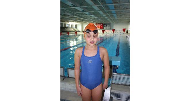 Görme engelli 9 yaşındaki Cemre'nin inanılmaz başarısı