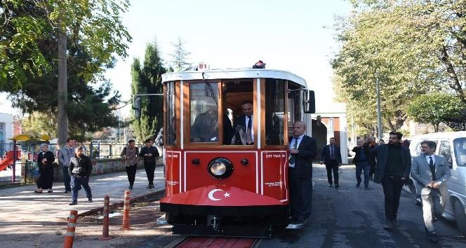 Tramvayın test sürüşünü Başkan Ay yaptı
