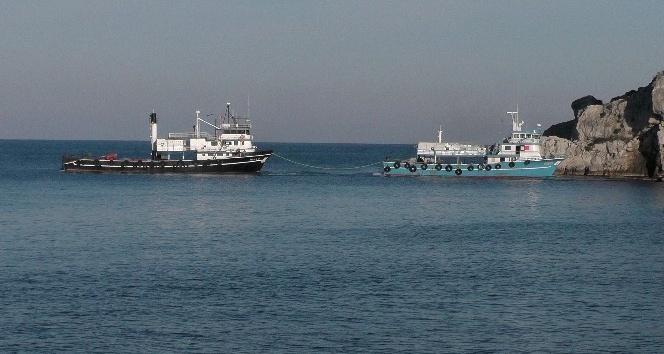 Amasra'da balıkçı gemisi karaya oturdu