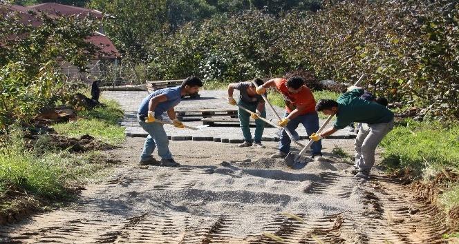 Akçakoca'da asfalt ve kilit parke taşı döşeme devam ediyor