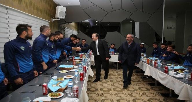 Vali Pehlivan, Bayburt Grup Özel İdare futbolcularını akşam yemeğinde ağırladı