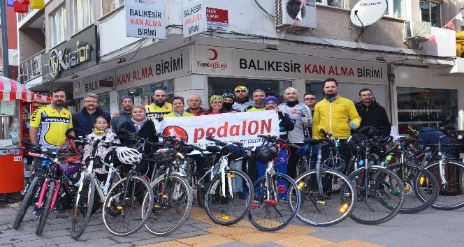 Pedalon Bisiklet Derneğinden Kızılay'a kan bağışı