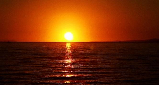 Gün batımı Van Gölünde izlenir