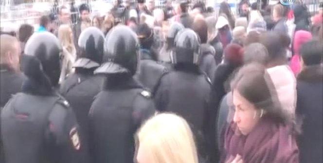 Moskova'da Putin karşıtı protesto gösterisinde 380 gözaltı