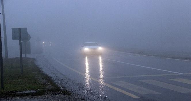 Bolu dağında yağmur ve sis etkili oluyor