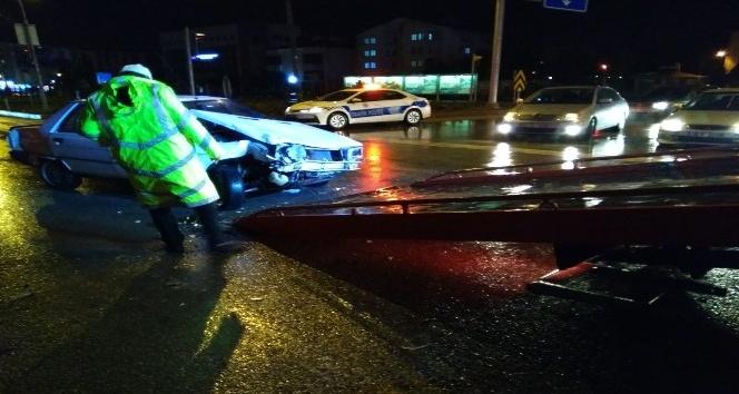 Kırmızı ışık ihlali kazayı beraberinde getirdi